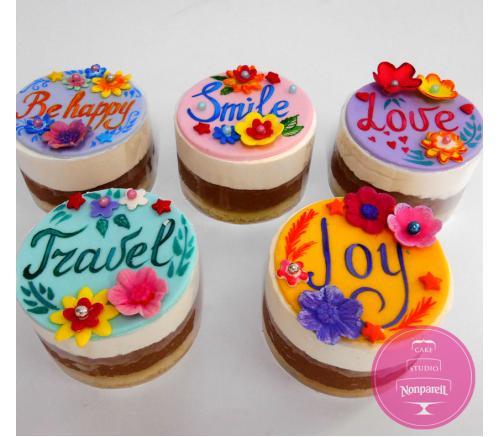Пирожные Заказные Цветочные с пожеланиями