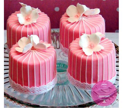 Пирожные Заказные Розовые с цветами