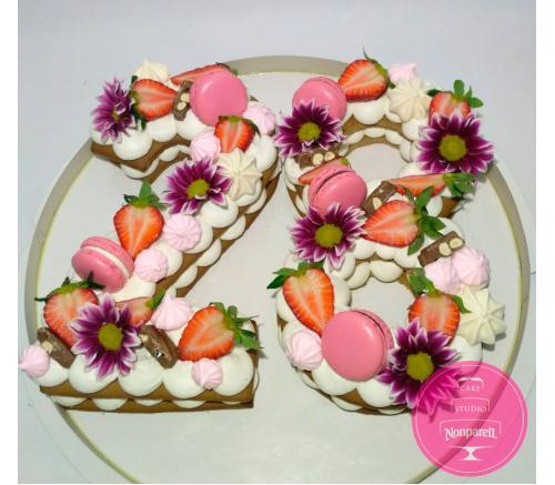 Пряники Праздничные Цифра 28 с цветами и ягодами