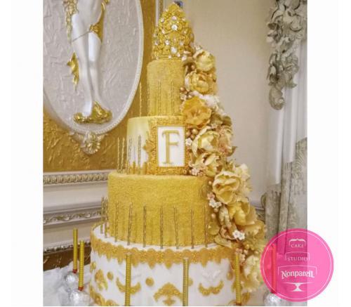 Торт Праздничный Золотой с короной