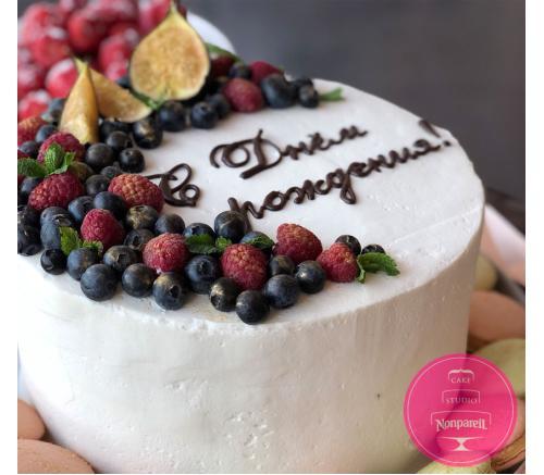 Торт Праздничный с ягодами и инжиром