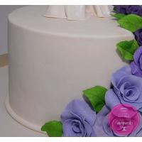 Свадебный торт с фиолетовыми розами