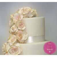 Торт Свадебный Усыпанный нежными розами