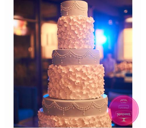 Торт Свадебный с Лепестками