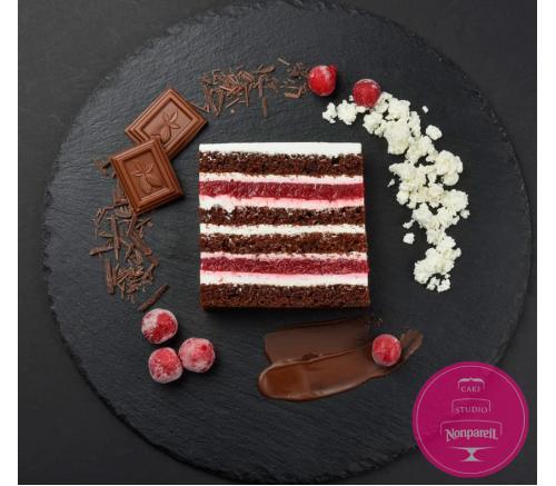 Шоколадный с творожным кремом и вишневым кули