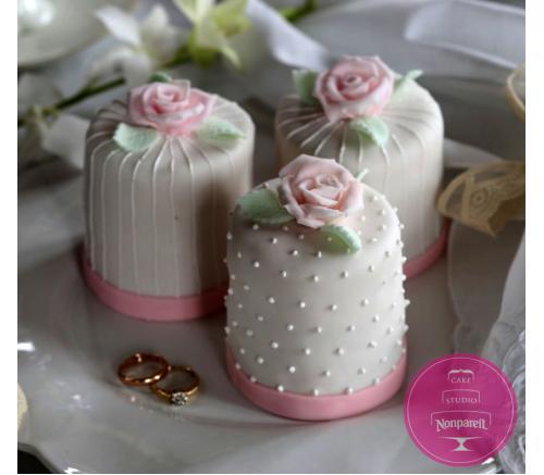 Пирожные Заказные Нежные розы